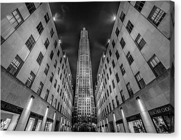 Rockefeller Center - New York - Usa 2 Canvas Print by Larry Marshall