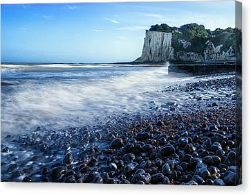 St Margarets Bay Canvas Print by Ian Hufton
