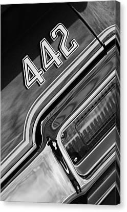1971 Oldsmobile 442 Taillight Emblem Canvas Print by Jill Reger