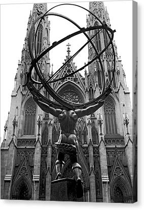 Atlas In Rockefeller Center Canvas Print by Underwood Archives