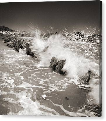 Bolonia Waves Canvas Print by Guido Montanes Castillo