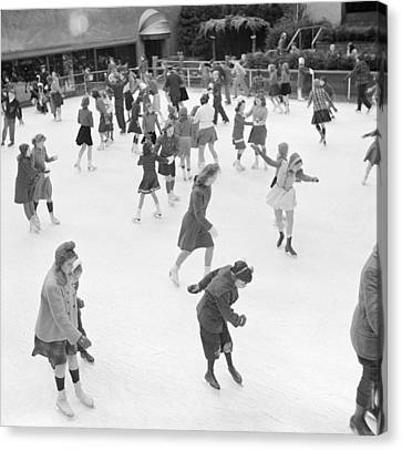 Ice Skating In Rockefeller Center, 1941 Canvas Print by Science Source