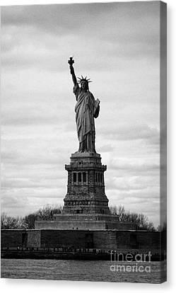 Statue Of Liberty Liberty Island New York City Usa Canvas Print by Joe Fox
