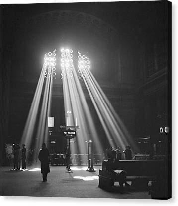 Union Station In Chicago Canvas Print by Jack Delano