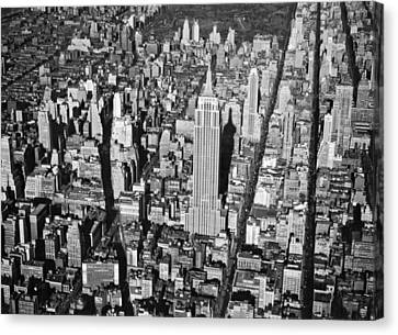 1934 Aerial View Of Manhattan Canvas Print by Underwood Archives