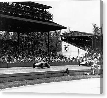 1960 Indy 500 Race Canvas Print by Underwood Archives