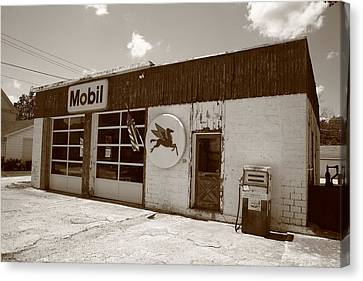 Route 66 - Rusty Mobil Station Canvas Print by Frank Romeo