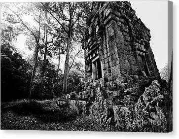 Ruin At Angkor Wat Canvas Print by Julian Cook