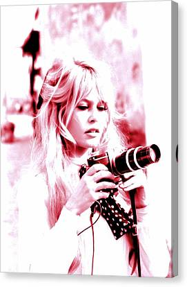 The Photographer Down The Shore Canvas Print by Sue Rosen