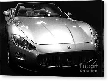 2010 Maserati Grancabrio Canvas Print by Uli Gonzalez