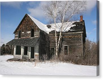 Old  House Canvas Print by Paula Brown