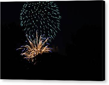 4th Of July Fireworks - 011330 Canvas Print by DC Photographer