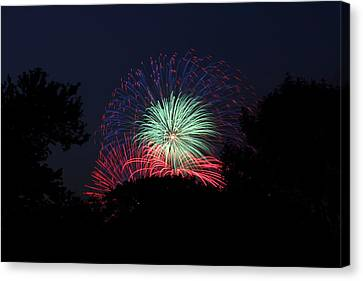 4th Of July Fireworks - 01137 Canvas Print by DC Photographer
