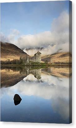 Kilchurn Castle Canvas Print by Grant Glendinning