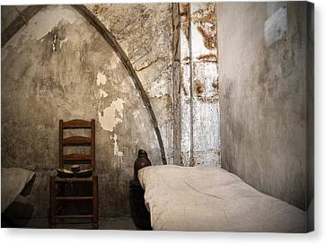 A Cell In La Conciergerie De Paris Canvas Print by RicardMN Photography