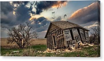 Abandoned Farmstead 2 Canvas Print by Thomas Zimmerman