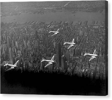 American Airlines Over Nyc Canvas Print by Underwood Archives