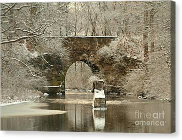An Arched Stone Bridge Canvas Print by Linda Jackson