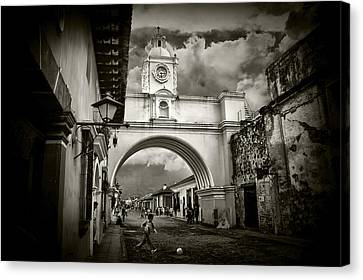 Arch Of Santa Catalina Canvas Print by Tom Bell