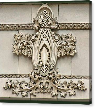 Architectural Detail - Terra Cotta Medallion - Omaha Canvas Print by Nikolyn McDonald