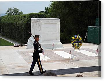 Arlington National Cemetery - Tomb Of The Unknown Soldier - 01133 Canvas Print by DC Photographer