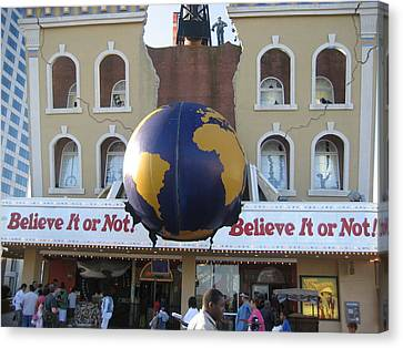 Atlantic City - Ripleys Believe It Or Not - 01139 Canvas Print by DC Photographer