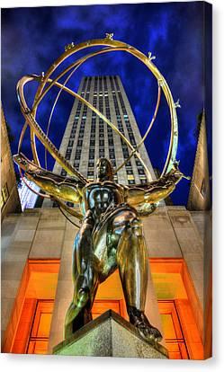 Atlas Statue At Rockefeller Center Canvas Print by Randy Aveille