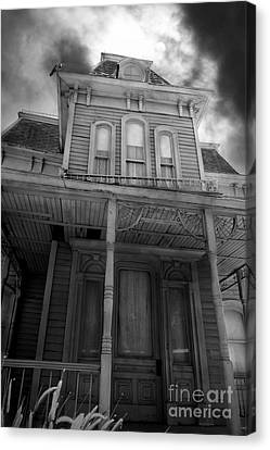 Bates Motel 5d28867 Bw Canvas Print by Wingsdomain Art and Photography