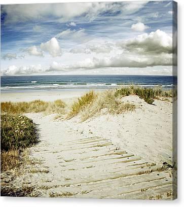 Beach View Canvas Print by Les Cunliffe