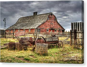 Beauty Of Barns 9 Canvas Print by Bob Christopher