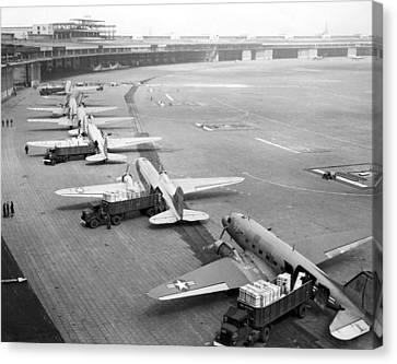 Berlin Airlift Cargo Aeroplanes, 1948-9 Canvas Print by Science Photo Library