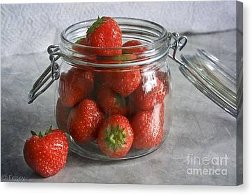 Berry Strawberries Canvas Print by Tracy  Hall