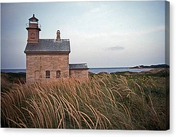 Block Island North West Lighthouse Canvas Print by Skip Willits