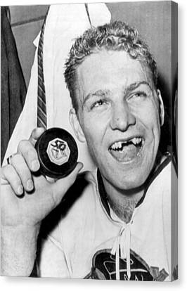 Bobby Hull Scores 50th Goal Canvas Print by Underwood Archives
