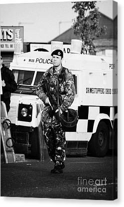 British Army Soldier At Psni Landrover On Crumlin Road At Ardoyne Shops Belfast 12th July Canvas Print by Joe Fox