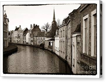 Bruges Canal Scene Vii Canvas Print by John Rizzuto
