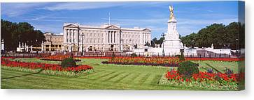 Buckingham Palace, London, England Canvas Print by Panoramic Images