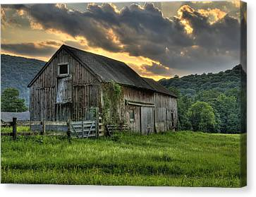 Casey's Barn Canvas Print by Thomas Schoeller