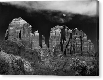 Cathedral Rock Moon Rise Canvas Print by Dave Dilli
