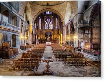 Cathedrale Saint-etienne Interior / Cahors Canvas Print by Barry O Carroll