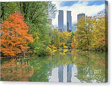 Central Park Pond In Autumn Canvas Print by Regina Geoghan