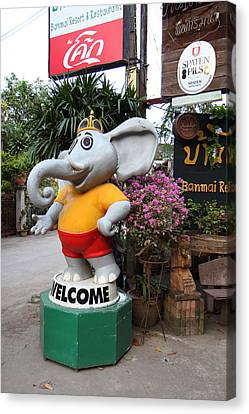 Chang Statue - Banmai Resort And Restaurant - Pak Chong Thailand - 01131 Canvas Print by DC Photographer