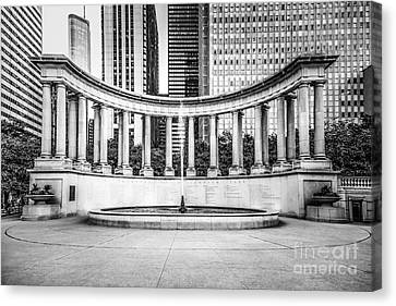 Chicago Millennium Monument In Black And White Canvas Print by Paul Velgos
