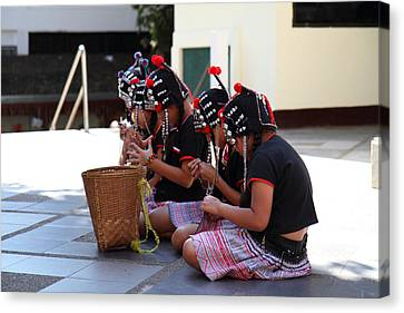 Child Performers - Wat Phrathat Doi Suthep - Chiang Mai Thailand - 01133 Canvas Print by DC Photographer