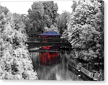Chinese Architecture In Regent's Park Canvas Print by Maj Seda