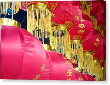 Chinese Red Lanterns Canvas Print by Valentino Visentini