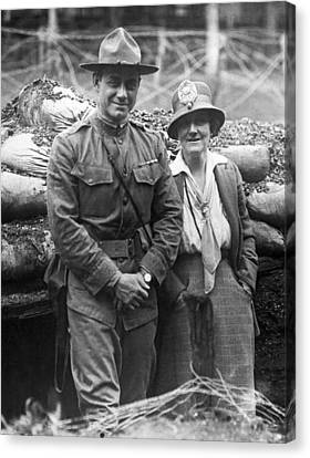 Col. Hayward And Sculptor Canvas Print by Underwood Archives