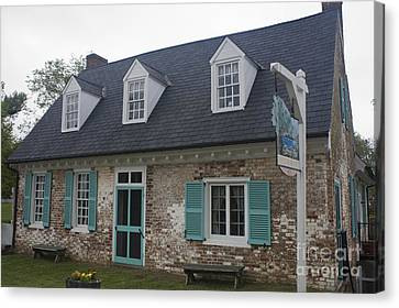 Cole Diggs House Yorktown Canvas Print by Teresa Mucha
