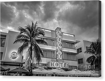 Colony And Johnny Rockets Art Deco District Sobe Miami - Black And White Canvas Print by Ian Monk