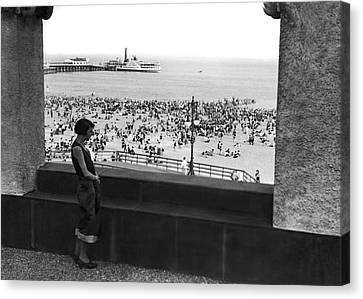 Coney Island In New York City Canvas Print by Underwood Archives